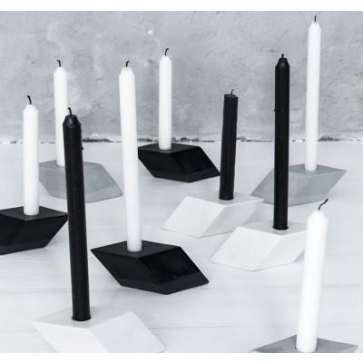 Der kursive Kerzenleuchter   Weiß