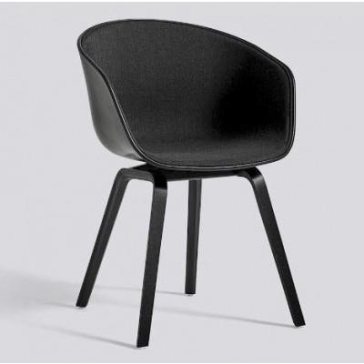 Über einen Stuhl AAC22 | Schwarz gebeiztes Eichenfurnier & Schwarz / Remix 183 Frontpolsterung