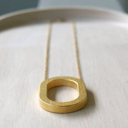 Framed O Pendant Short | Gold