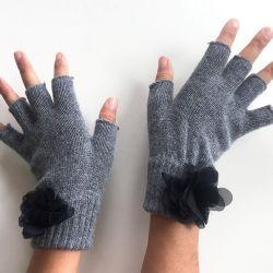 Handschuhe ohne Fingerspitzen | Grau & Schwarze Blume