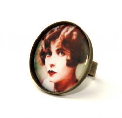 Dame Ronde Cameo Ring