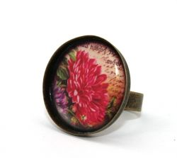 Red Dahlia Round Cameo Ring