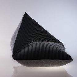 The Single Sofa S | Caviar-Asphalt
