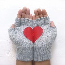 Handschuhe ohne Fingerspitzen Herz | Grau & Rot