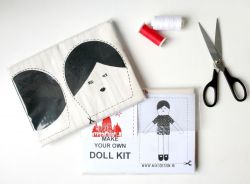 A set of 2 I Love Paris Dolls-kits