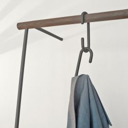 Leaning Rack Little Leanon II | Black / Dark Walnut