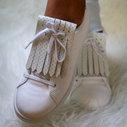 Shoe Fringes | White O'Clock