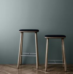 Cuba Bar Stool | Oiled Oak/Black Leather