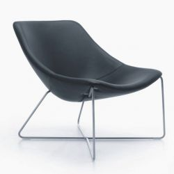 Mishell Armchair | Crossed Legs