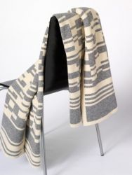 Bar-code 2D Blanket Grey