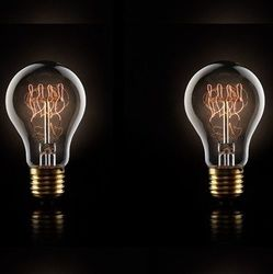 A set of 2 Quad‐loop filament bulbs 40w