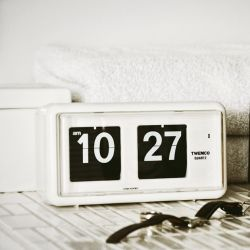 Flip Clock QT30 | White