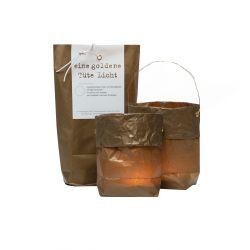 4 goldene Papier-Tüten mit Maxi-Teelichtern und Draht