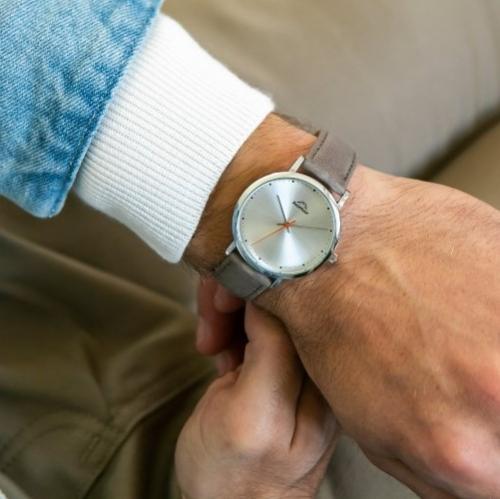 Avontuur | Das trägt MANN: Handgefertigte Uhren