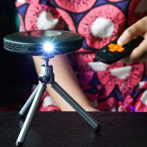 Lenso | Klein, aber oho: Mini-Taschenbeamer