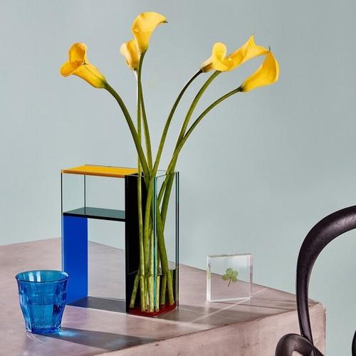 MoMA | Künstlerischer Touch für jedes Zuhause: Bunte Vasen