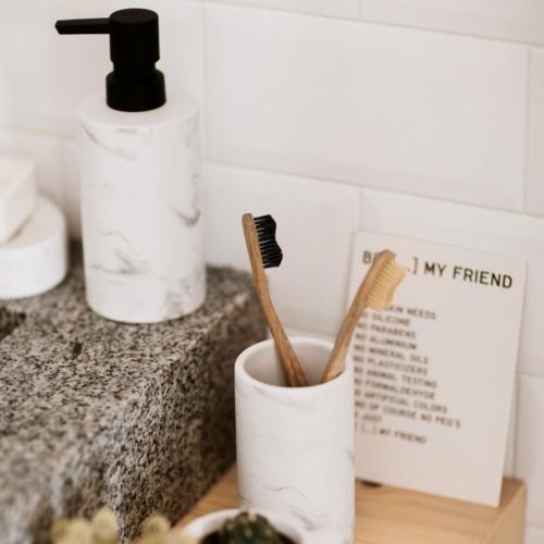 Andrea House | Zeitlose Badezimmeraccessoires