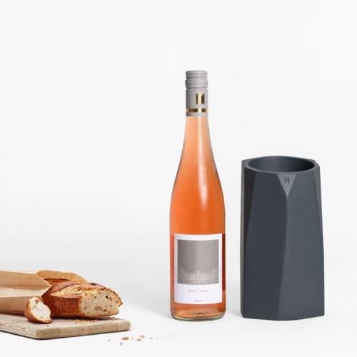 MANUMA   Eisgekühlter Genuss: Innovativer Flaschenkühler