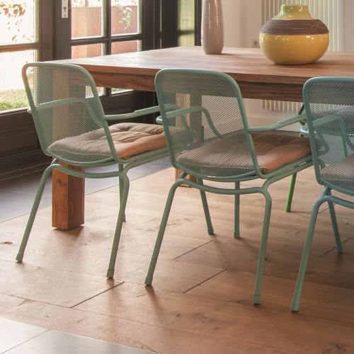 Aemely | Affordable Playful Chairs