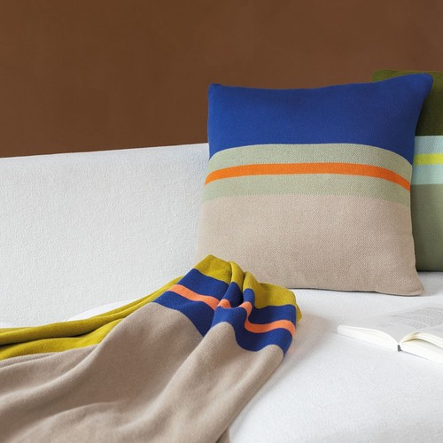 Remember | Cosy in colour: blankets, cushions, poufs