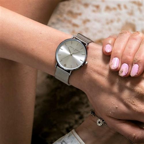 Amelia Parker | Uhren mit Niveau