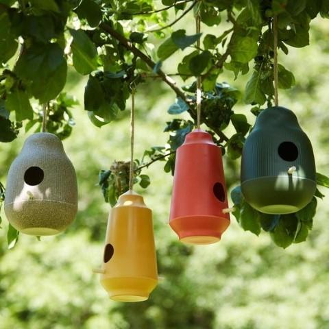 Point Virgule | Farbenfrohe Hingucker: Bunte Vogelhäuschen