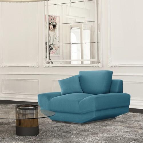 L'Officiel Interiors | Sanft wie ein Kuss: Ergonomisch geformtes Sofa