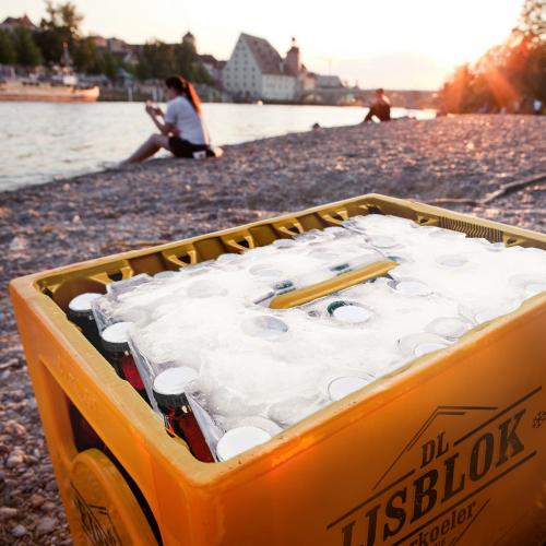 DL IJSBLOK | Prost: Damit genießt du kaltes Bier überall