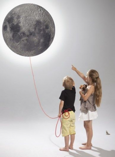 Kotona Design | Magnetic Moon Lamp