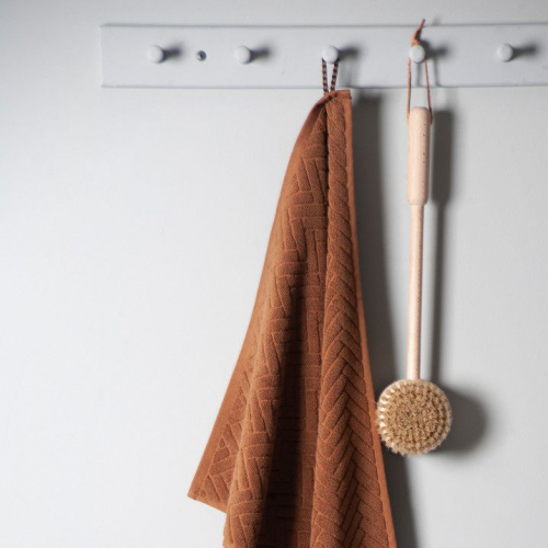 Mette Ditmer | Alles für minimalistische Schlaf- & Badezimmer