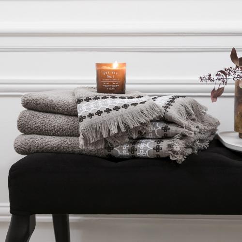 L'Officiel Interiors | Luxuriöse Bad-Textilien