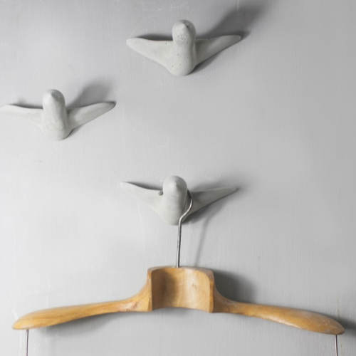 Thomas Poganitsch | Wandhaken: Vögel in Beton & Keramik