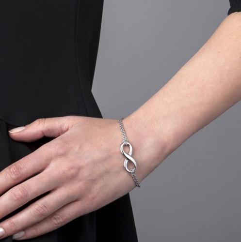 Victoria Walls | Delicate Jewelry