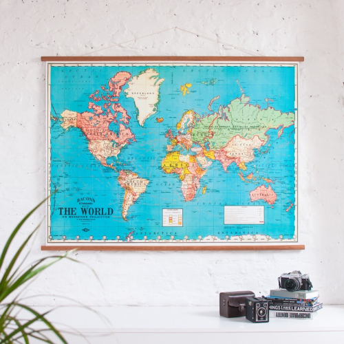 Wall Discovery | Old school posters & maps